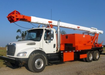 Service King Manufacturing SK 175 truck mount rig with pole.